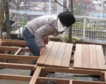 deckcubeのウッドデッキ施工風景